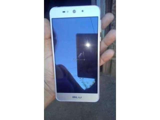 Se vende teléfono Blue Grand XL. Buen precio